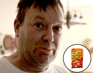 Fiset a pris 8 livres. En mortaise, un sac de Cheetos terminé pendant l'entrevue.