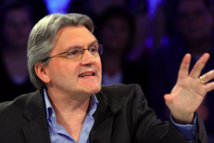 Richard Martineau émettant une opinion controversée contradictoire à celle qu'il avait émise 3 mois plus tôt.