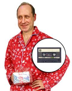 Gainey est satisfait de l'échange de cadeaux. En mortaise, la cassette de 90 minutes sur laquelle il a mis la main.