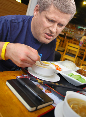 Harper a qualifié de lunch de fif les mets chinois des Chinois.