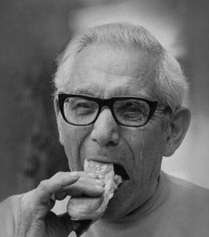 Aux funérailles, le père du défunt s'est consolé avec un hot-dog composé d'au minimum 10% de Jocelyn Bilodeau.